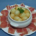 Perlas de melón con jamón